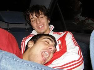 Saro e Antonio si accoppiano in macchina